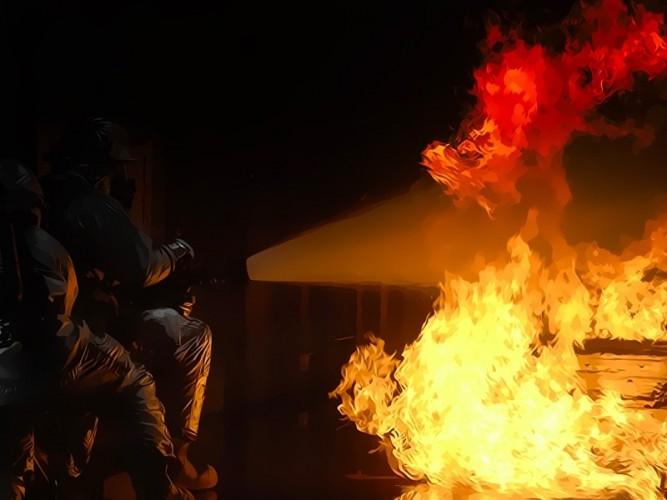 17 Orang Tewas dalam Kebakaran Hotel Murah di Delhi