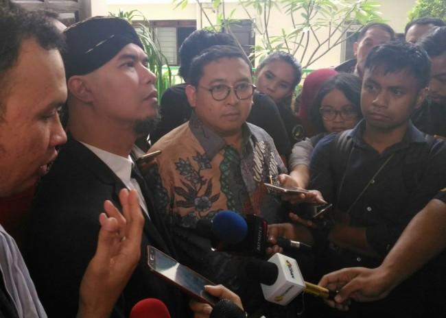 LAMPUNG POST | Fadli Zon Adu Prabowo vs Jokowi via Twitter