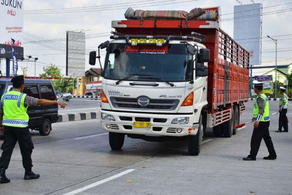 LAMPUNG POST | Arus Balik, Pemudik Motor Diminta Waspadai Beroperasinya Angkutan Barang