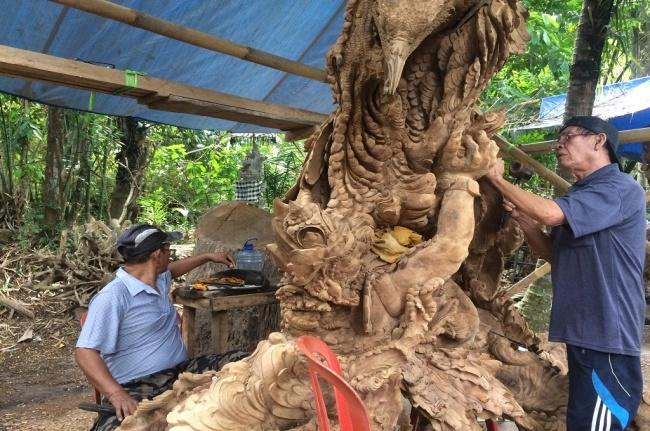 LAMPUNG POST | Mengenal Sosok I Ketut Moderen, Pemahat Patung Pesanan Megawati