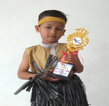 LAMPUNG POST | Haffis Juara Busana Terbaik