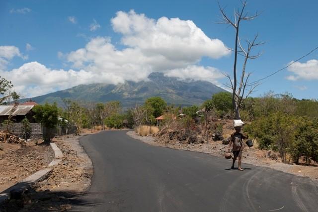 LAMPUNG POST | Aktivitas Vulkanik Gunung Agung Kian Meningkat