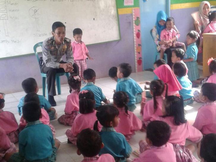Bhabinkamtibmas Desa Kemalo Abung Aktif Sosialisasi Rumah Aman Anak dan Wanita