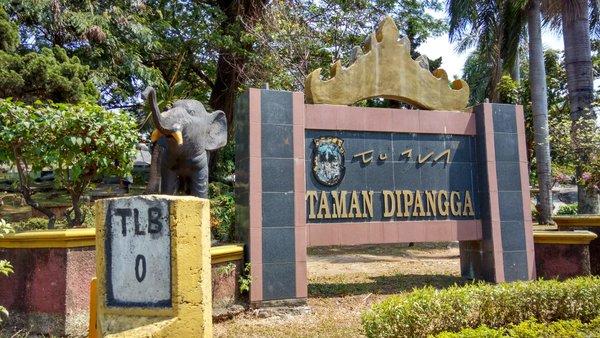 LAMPUNG POST   Merawat Taman Dipangga