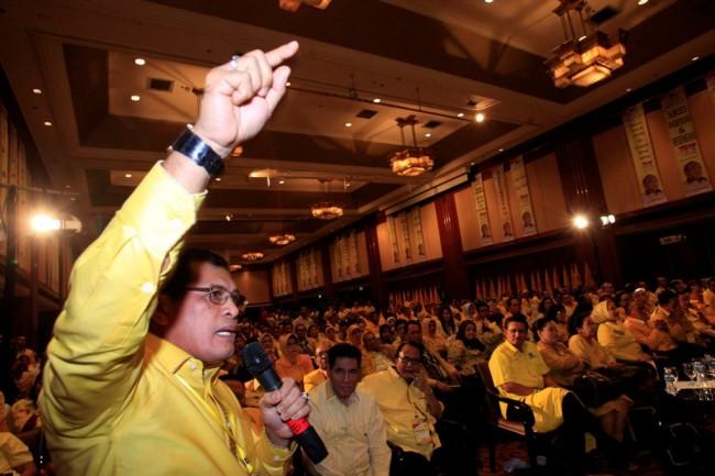 LAMPUNG POST | Nurdin Halid Minta Setya Novanto Dicopot dari Ketua DPR
