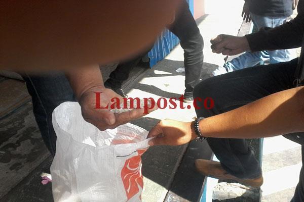 LAMPUNG POST | Ratusan Karung Rastra di Bulog Subdrive Lampung Utara Rusak