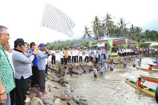 LAMPUNG POST | 50 Peserta Ikuti Lomba Perahu Jukung Lamsel