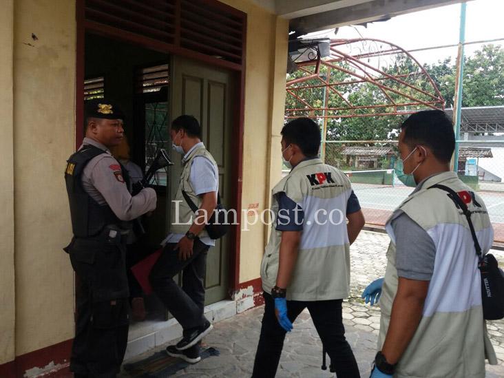 LAMPUNG POST | KPK Geledah Sejumlah Lokasi di Lampung Tengah