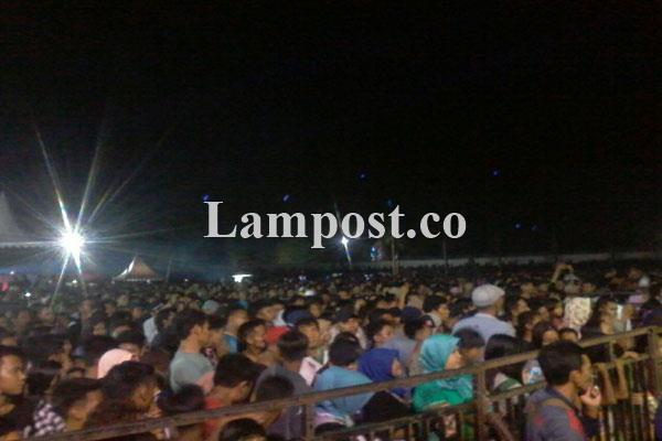 LAMPUNG POST   Band Gigi Tutup Rangkaian HUT Ke-71 Lampung Utara