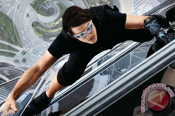 LAMPUNG POST | Patah Pergelangan Kaki, Syuting Film Tom Cruise Dihentikan