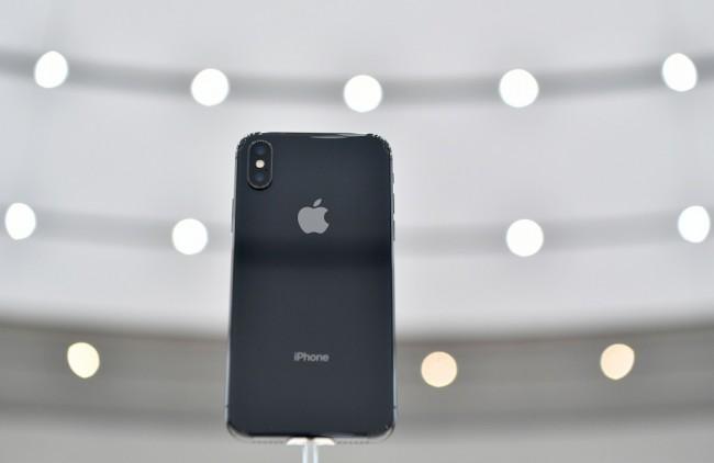 LAMPUNG POST | Bobol Truk, Ratusan iPhone X Digondol Pencuri