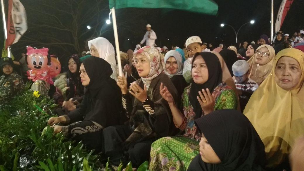 Bupati Chusnunia Hadiri  Shalawatan bersama Habib Umar bin Muhdor Al-Haddad