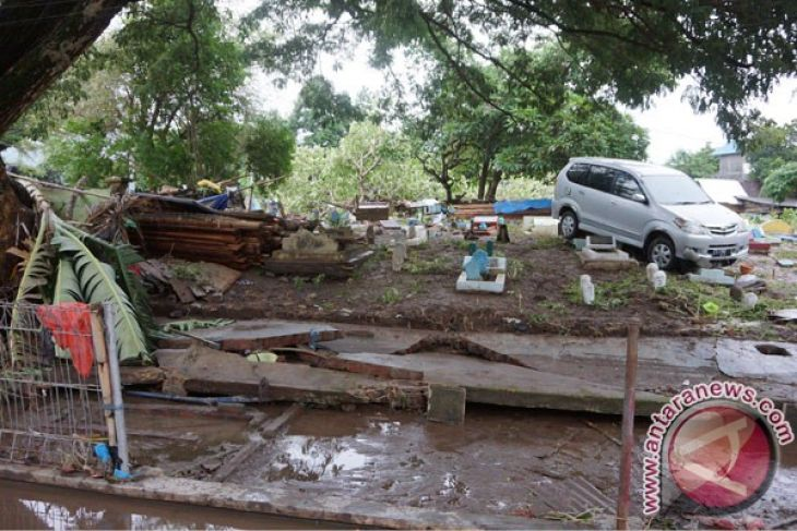 LAMPUNG POST | Banjir Rendam Lima Kecamatan di Bima