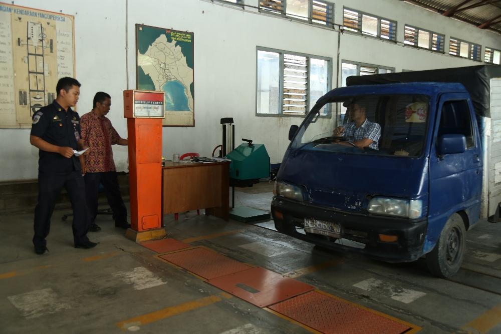 LAMPUNG POST | Dishub Lampung Jaring 2 Bus Angkutan tak Laik Jalan