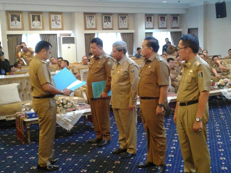 LAMPUNG POST | Gubernur Tunjuk 4 Plt Bupati dan Wali Kota