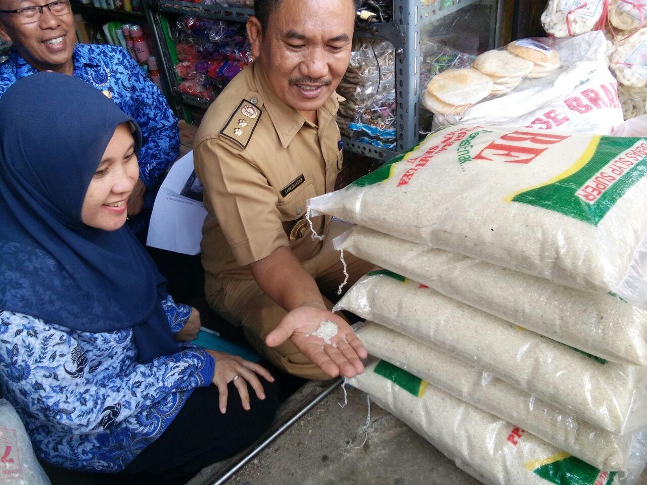 LAMPUNG POST | Hasil Sidak 3 Lokasi di Bandar Lampung, Harga Beras Masih Sesuai HET