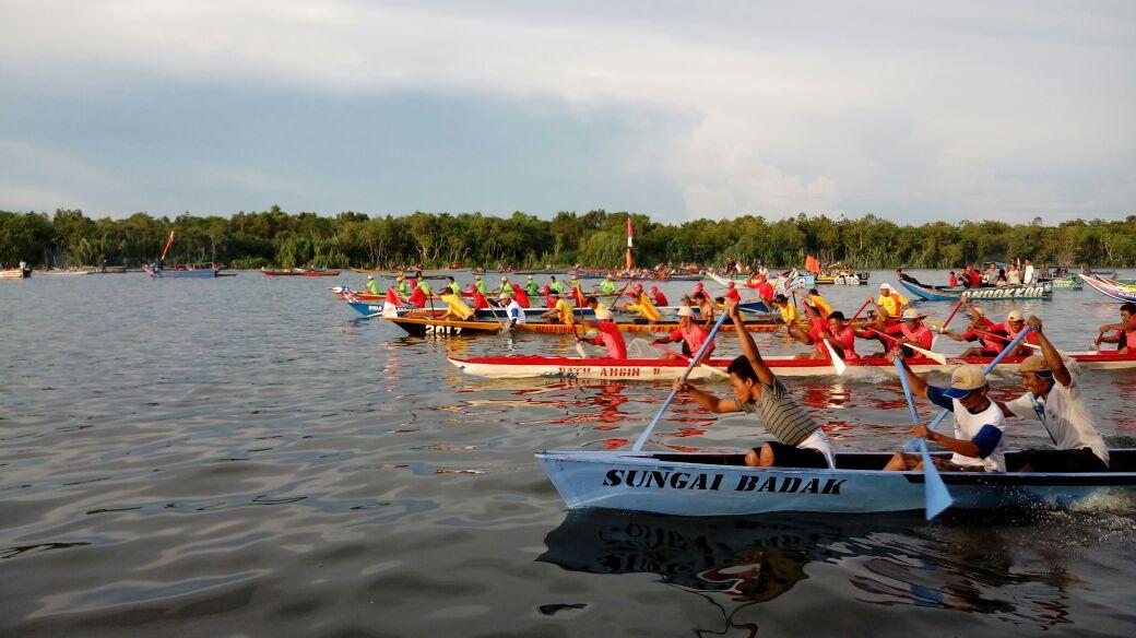 LAMPUNG POST | Pemkab Mesuji Gelar Lomba Kelotok Hias dan Perahu Dayung