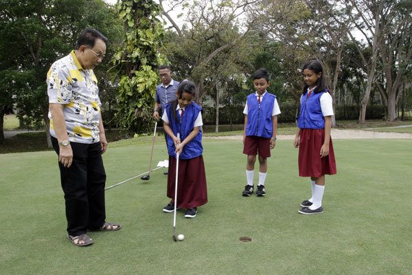 LAMPUNG POST | Asyiknya Bermain di Padang Golf