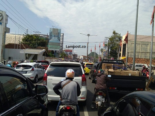 LAMPUNG POST | Polisi Kewalahan Rekayasa Lalu Lintas MBK