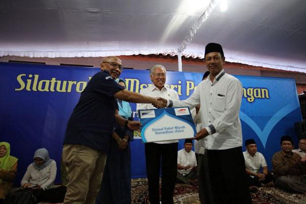 LAMPUNG POST | Menteri Perdagangan Resmikan Pembagian Paket Sembako Astra di Solo