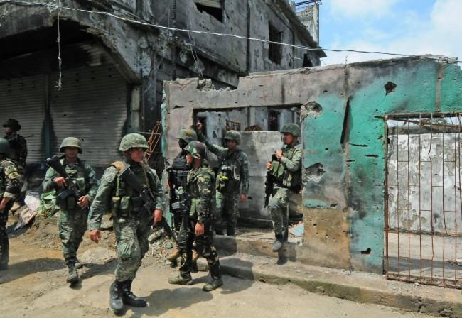 LAMPUNG POST | Gabung Kelompok Militan, Sejumlah Wanita dan Anak-anak Marawi Angkat Senjata
