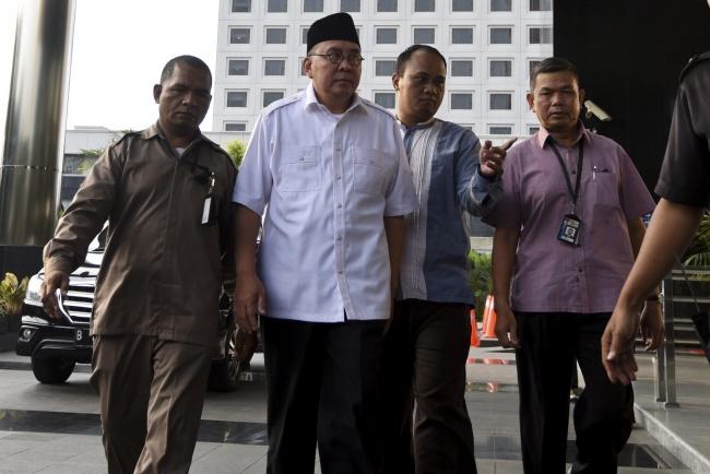 LAMPUNG POST   KPK Periksa Silang Empat Tersangka Kasus Suap di Bengkulu