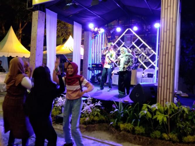 24 Camat Se-Lamtim Adu Suara Hibur Pengunjung Pekan Raya Lampung