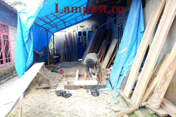 LAMPUNG POST   Mengukir Rezeki dari Ukiran Kayu