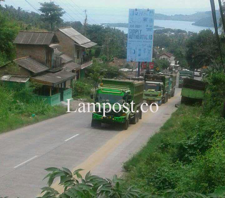 Pemotor di Jalinsum Keluhkan Aktivitas Dumtruk Pengangkut Pasir