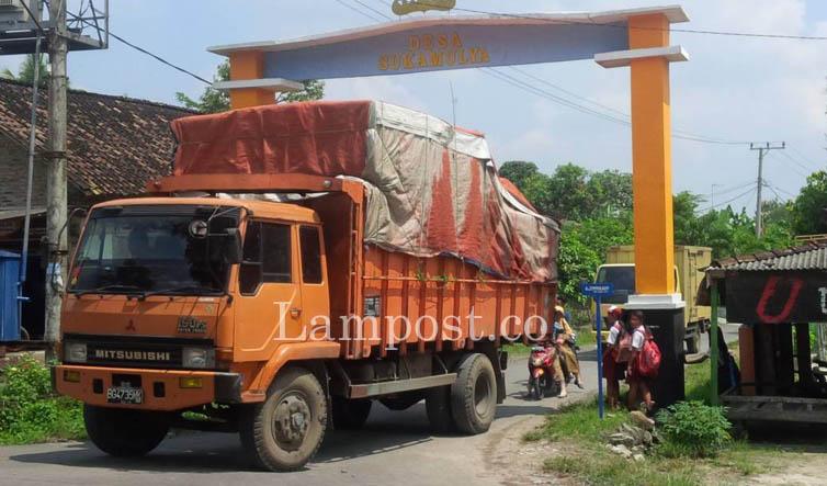 LAMPUNG POST | Kelebihan Tonase Picu Kerusakan Jalan Provinsi di Palas