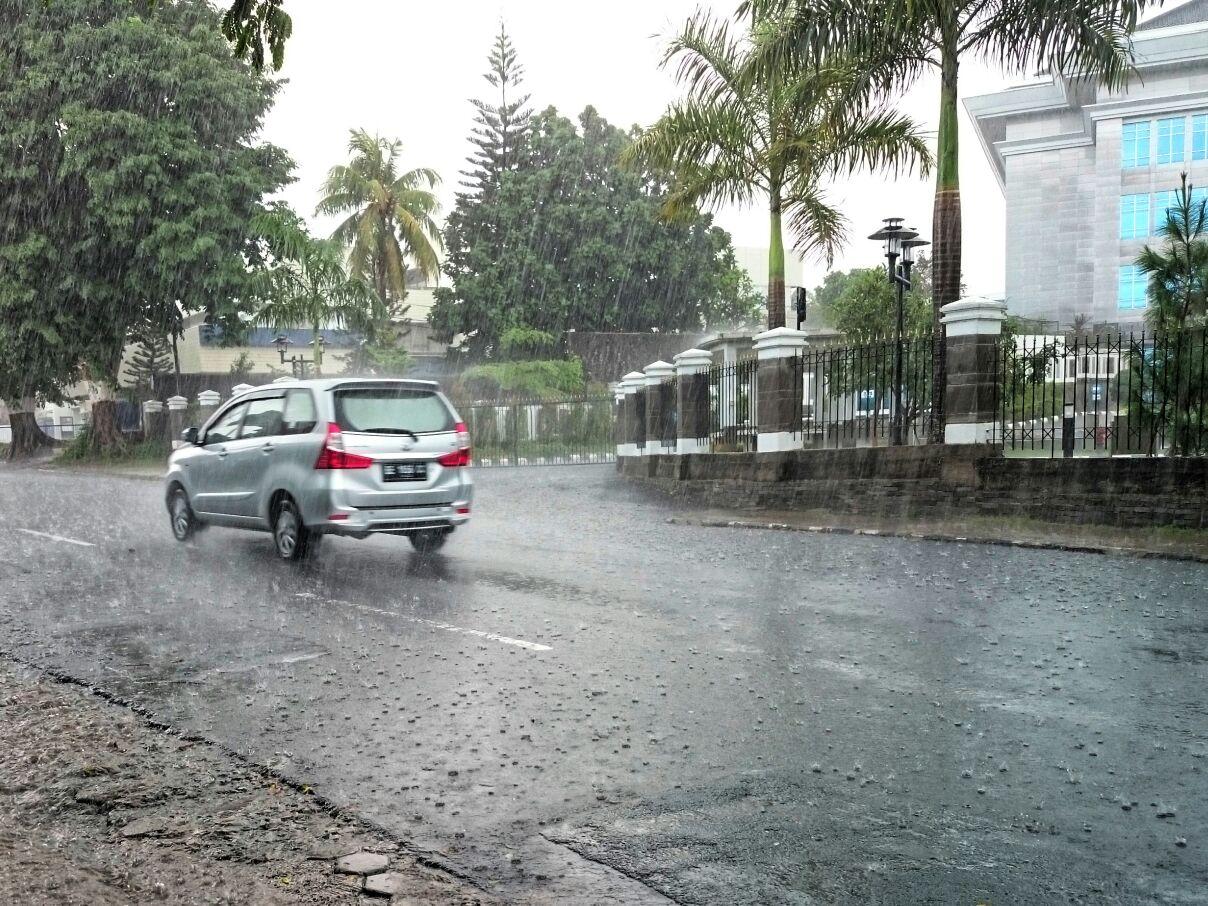 Warga keluhkan Hujan yang Mengguyur Kota Tapis Menjelang Malam Pergantian Tahun