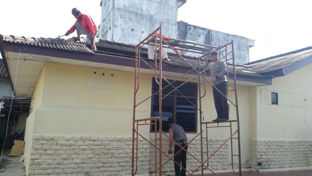 Gotong Royong, Warga Renovasi Kantor Polsek Way Jepara