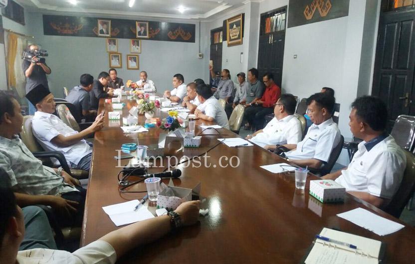 LAMPUNG POST   Terungkap dalam Hearing, Utang Pemkab ke Rekanan Mencapai Rp67 Miliar