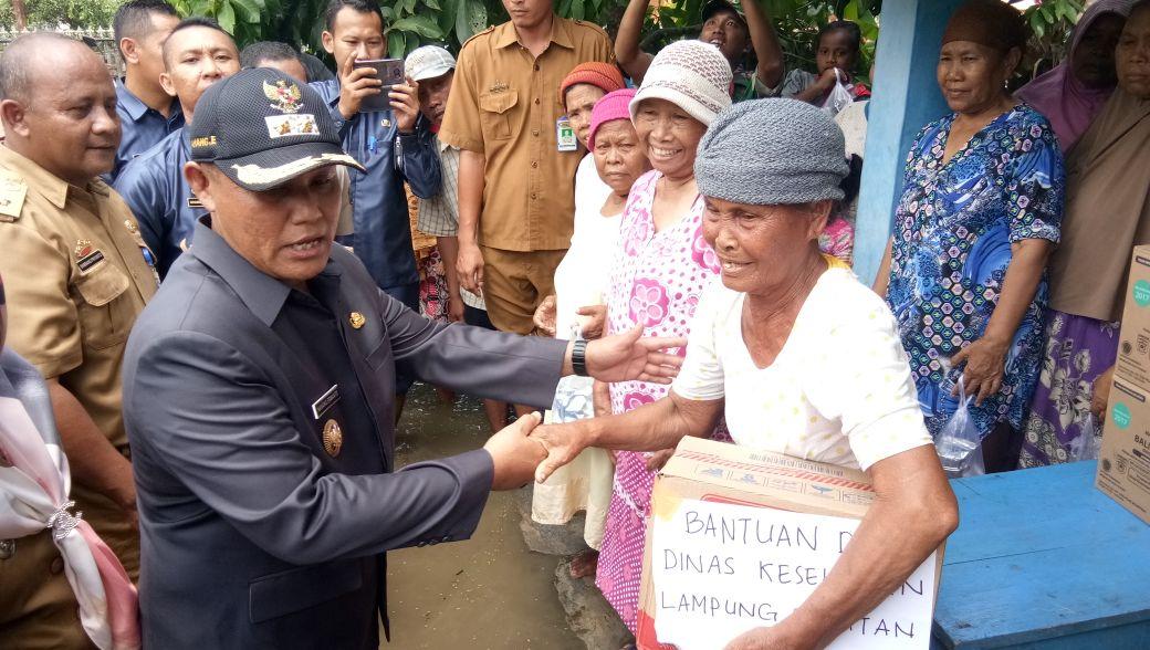 Wakil Bupati Lamsel Tinjau Korban Banjir