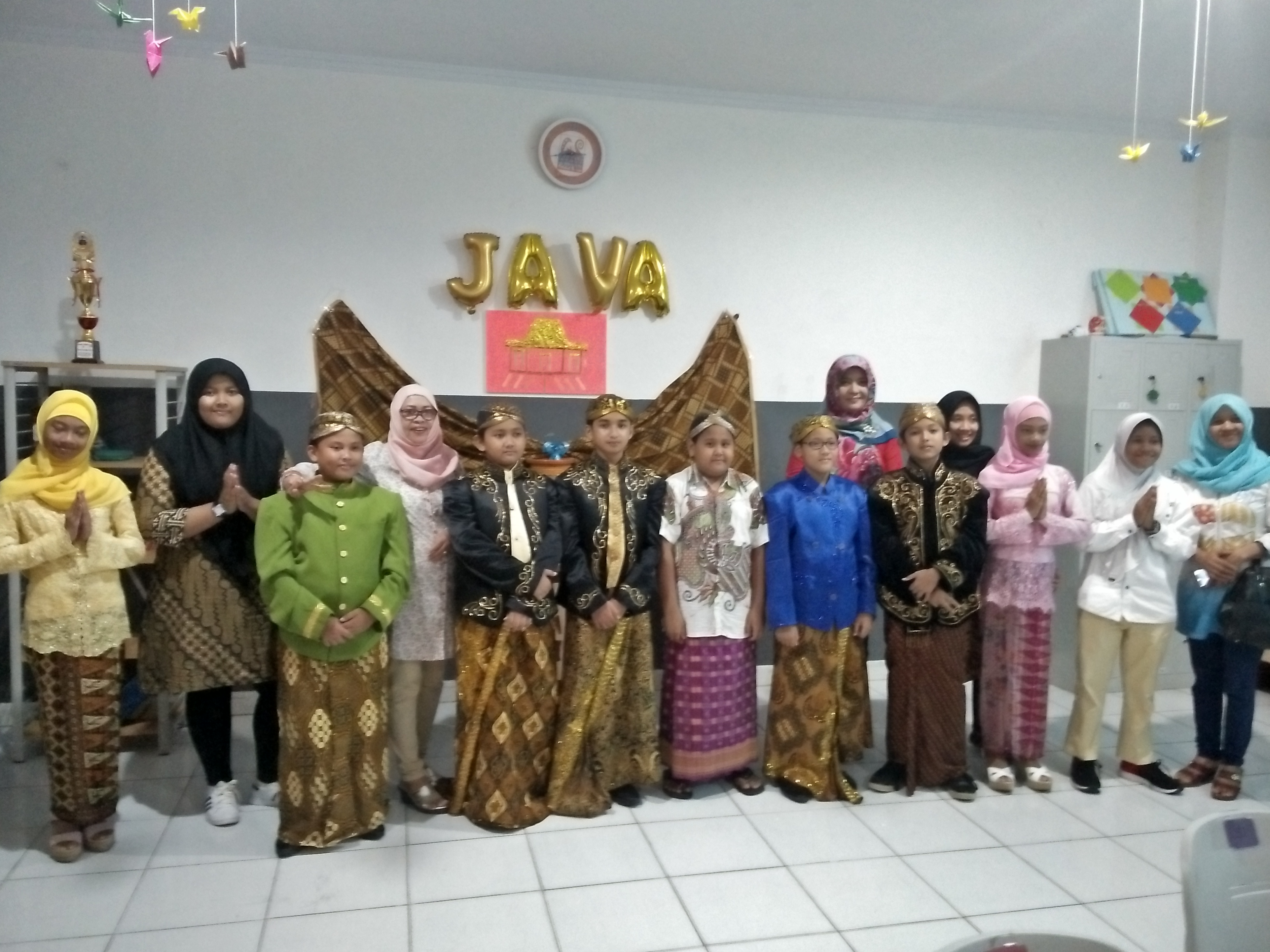 LAMPUNG POST | Siswa SMP Global Surya Diperkenalkan Budaya Nusantara