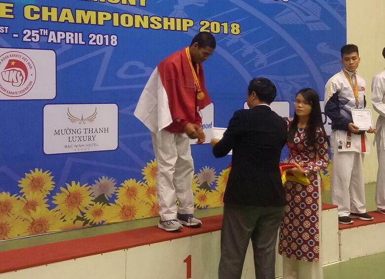 LAMPUNG POST | Karateka Lampung Raih Emas di Kejuaraan Asia Tenggara