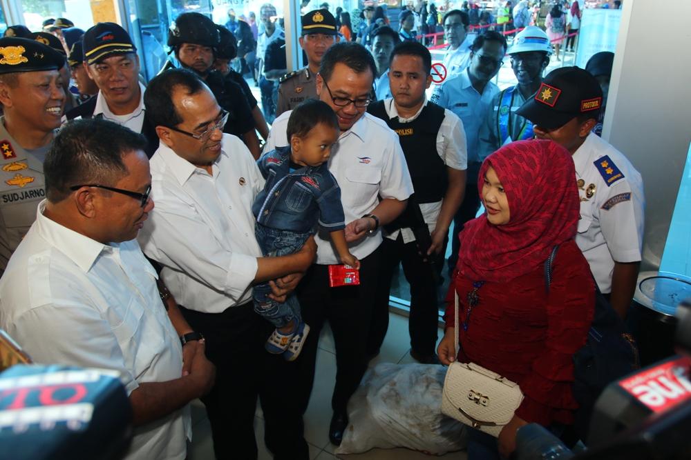 LAMPUNG POST | Menhub Kaget Pesatnya Aktivitas di Bandara Raden Inten II