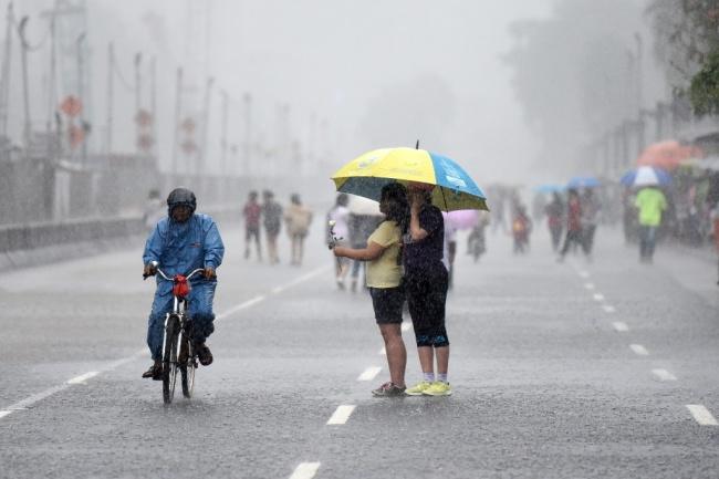 Prakiraan Cuaca Hari Ini, Lampung Berpotensi Hujan Disertai Angin dan Kilat