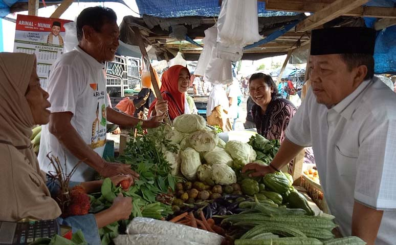 Arinal Djunaidi Sapa Pedagang Pasar Unit II