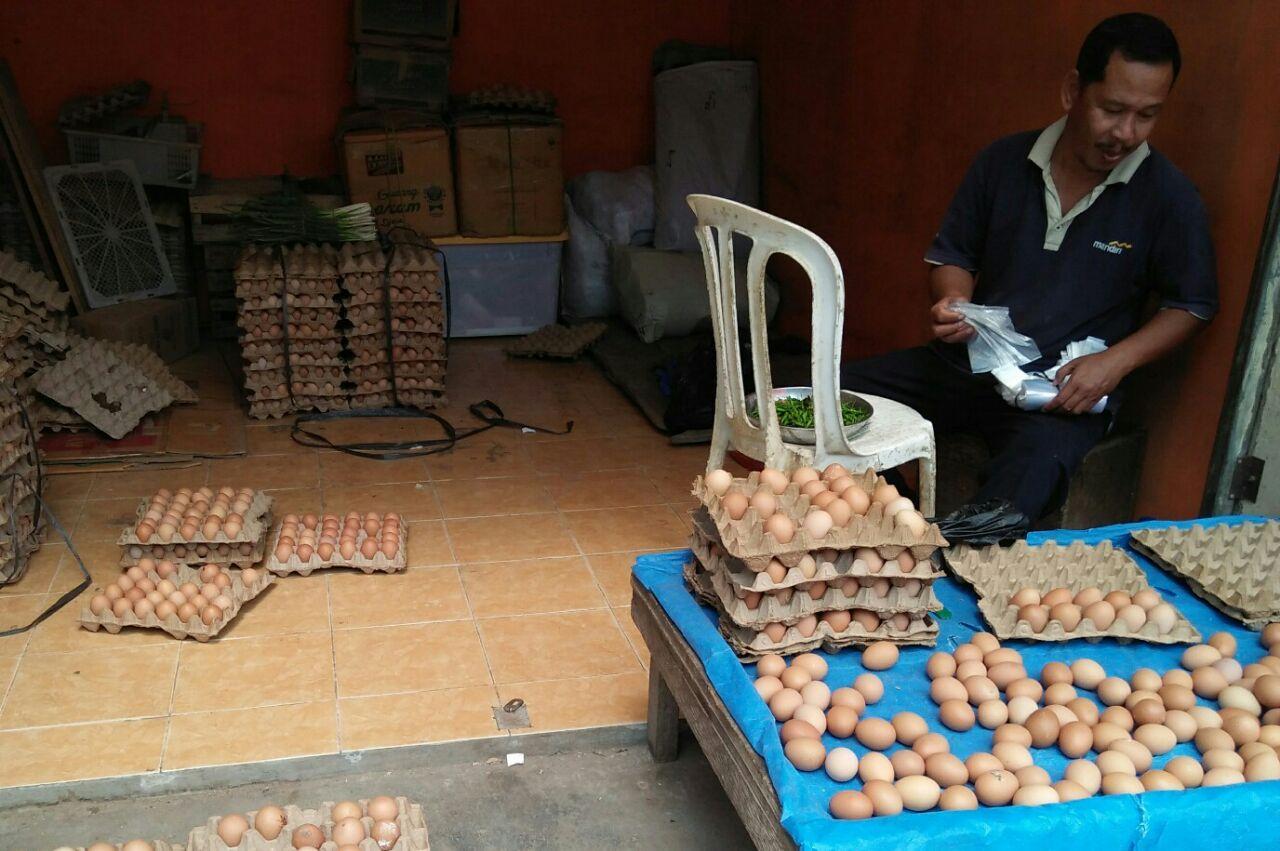 Harga Telur di Pasar Liwa Terus Meningkat