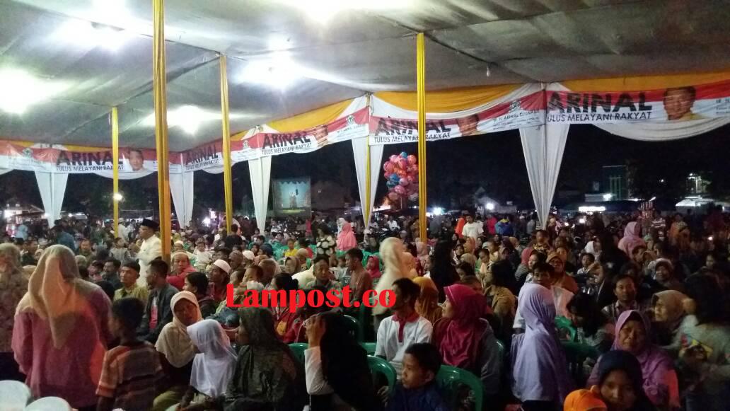 LAMPUNG POST    Warga Antusias Saksisan Wayang Kulit dan Sahur Bareng Arinal