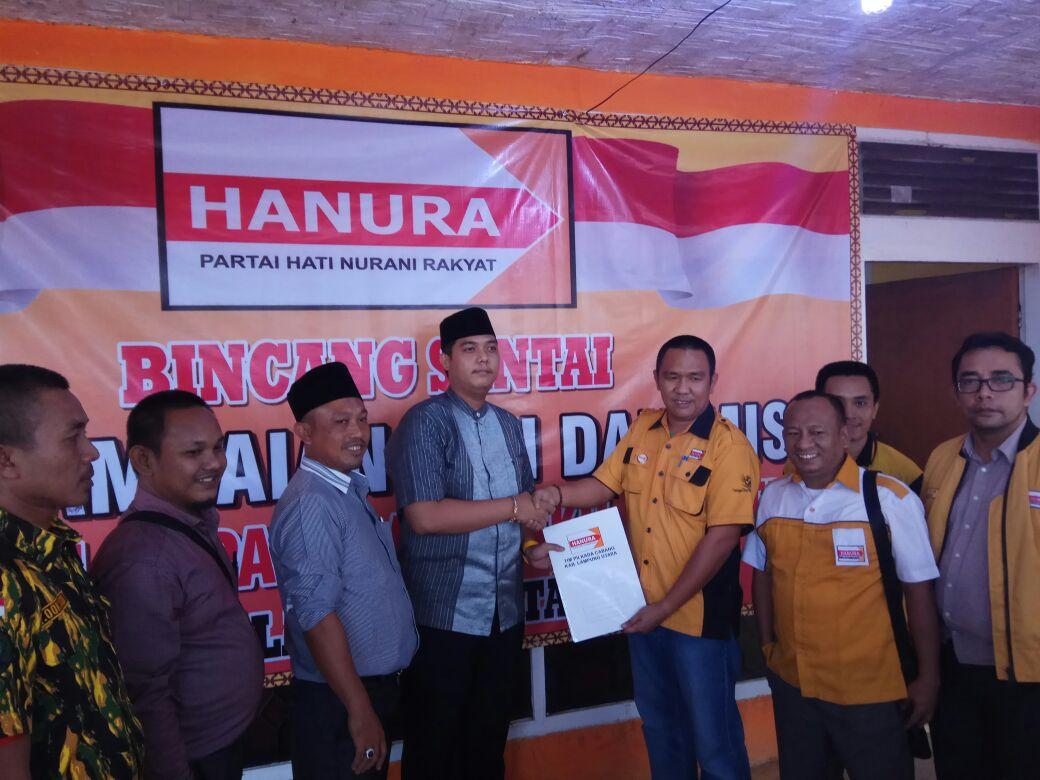 Arizo Fasha Kembalikan Berkas Pencalonan Bupati ke DPC Hanura Lampura