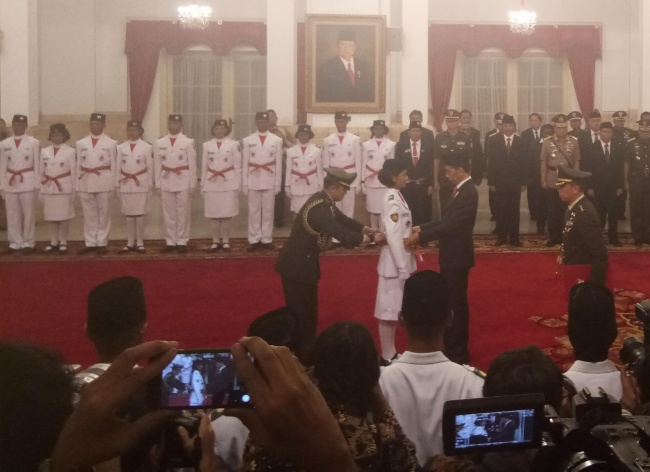 LAMPUNG POST | Jokowi Kukuhkan 68 Anggota Paskibraka 2017