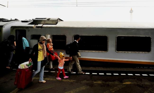 LAMPUNG POST |  Stasiun Gambir Siapkan 12 Kereta Tambahan