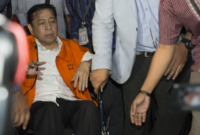 LAMPUNG POST   Novanto Akhirnya Bersedia Teken Surat Penahanan