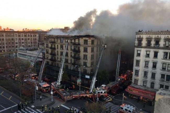 LAMPUNG POST | Kebakaran Besar Landa Gedung Apartemen di New York