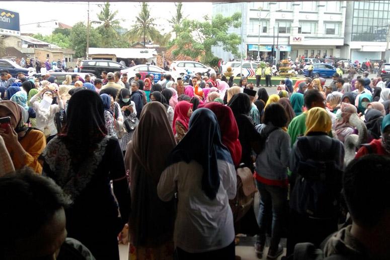 Ribuan Guru Honorer Peserta Aksi Sudah Berkumpul