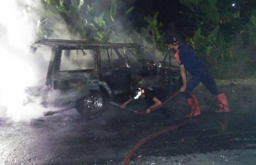 LAMPUNG POST | Diduga Korsleting, Mobil Hangus di Sukadanaham