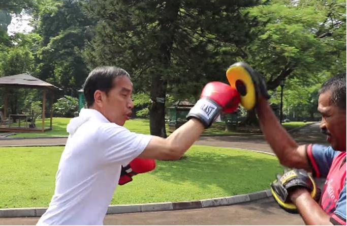 Diam-diam Latihan Tinju, Siapa Lawan Jokowi?
