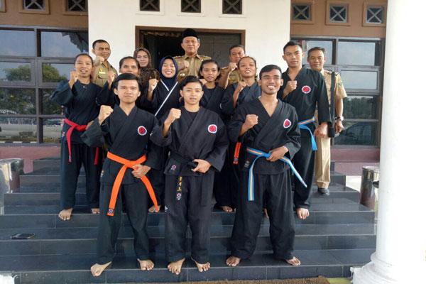LAMPUNG POST | Mustafa Lepas Duta Olahraga Lampung Tengah